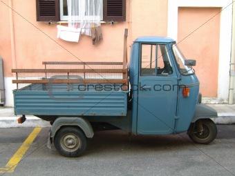 Small vehicle