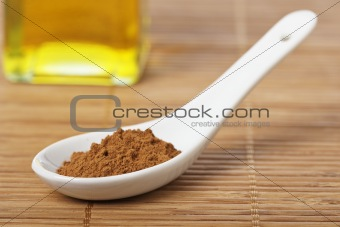 Cinnamon in the spoon