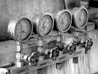 Four pressure meters