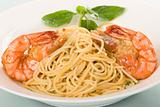 Plain spaghetti with shrimps