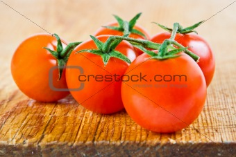 Five tomatoes on the vine