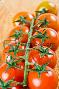 10 red tomatoes