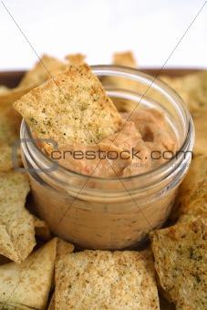 Tomatoe & basil Hummus with Pita Chips