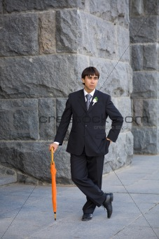groom with umbrella