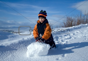 Portrait of the boy with a snowball