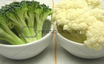 Cauliflower and broccoli inn little bowls of chinaware