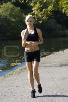 blond running
