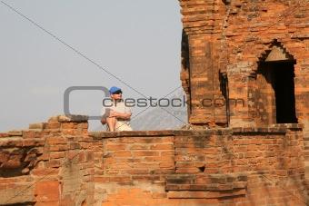 Tourist at the Po Khlong Garai towers