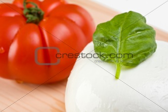 tomatoes, mozzarella and basil: insalada caprese
