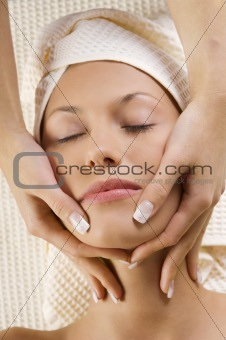 massage on face with hands