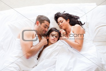 Nice familiy sleeping together