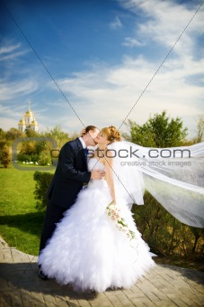 kiss of bride and groom
