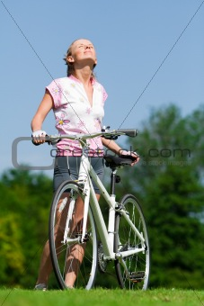 Cyclist girl enjoing the sun
