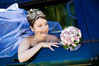 portrait of the bride in the wedding car