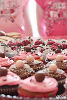 shot of twins & cupcakes