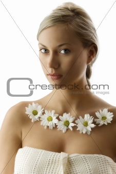 blond with white daisy