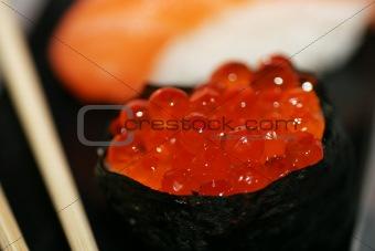 Sushi: caviar maki