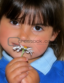 A Little girl and a Daisy