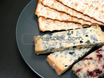 Blue cheese and crackers