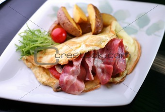 omelet with a bacon