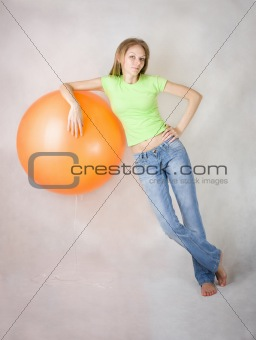 Young beautiful girl  relies on a balloon