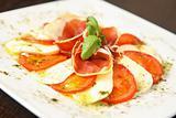 Mozarella and tomatos