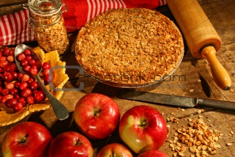 Crumble pie with apples and cranberries