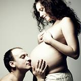 naked pregnant woman with husband