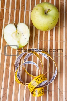 apple with tape to measure