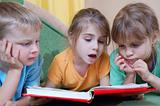kids reading the same book