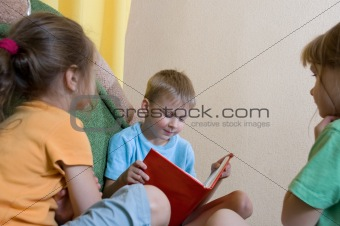 reading kids at home