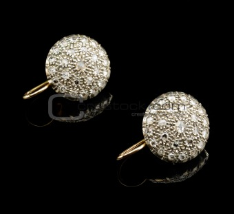 Two golden earrings with diamonds
