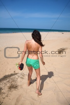 green shorts woman to beach