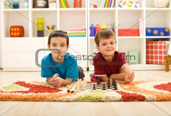 Young kids preparing to play chess