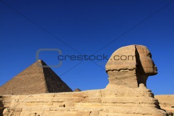 great ancient sculpture of egyptian sphinx and pyramid