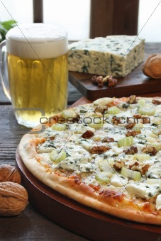 Blue cheese pizza
