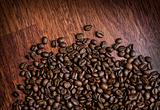 Coffee_beans_on_wood