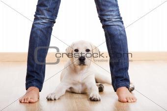 Cute pupie under the legs