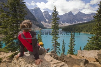 woman at moraine lake
