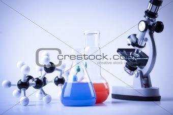 Chain model and laboratory equipment