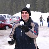 Man juggle snowballs