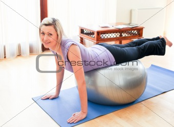 Athletic woman doing exercice