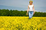 blond woman outdoor in a yellow field