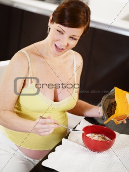 pregnant woman doing breakfast at home