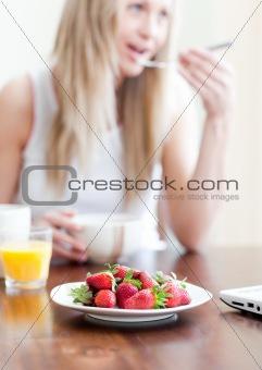 Cute woman having an healthy breakfast