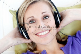 Portrait of smiling woman  listening music looking at the camera