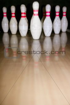 Bowling bolus row reflexion on wooden floor