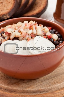 Grey peas with bacon and onion
