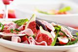 Vegetable salad with fresh figs