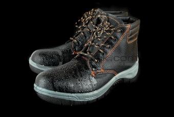 moist modern working boots